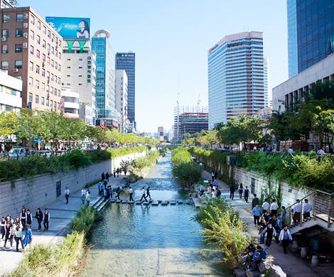 Gwanghwamun square and Cheonggyeocheon stream